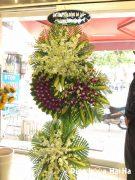 Đặt vòng hoa đám tang ở HCM màu tím trắng