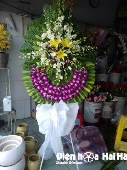 Đặt vòng hoa tang lễ hoa tím trắng tại Hà Nội
