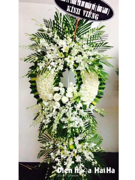 Mẫu 23: Vòng hoa viếng đám tang tại nhà tang lễ TP HCM màu trắng hiện đại. Liên hệ đặt 0919253139 (hoặc zalo).
