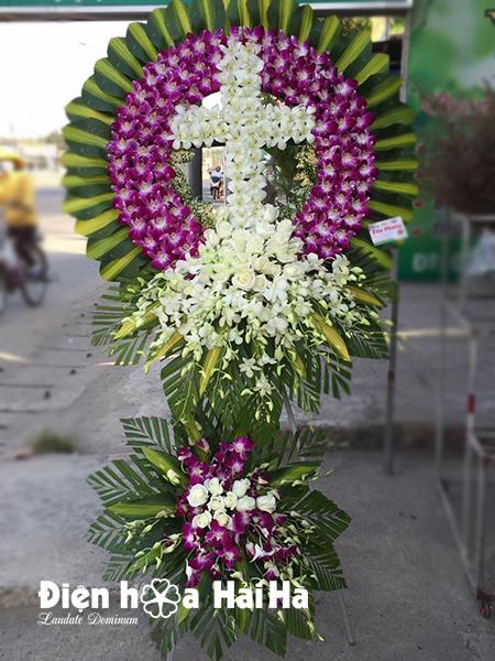 Mẫu 25: Đặt Vòng hoa màu tím viếng đám tang tại nhà tang lễ quận 5 thành phố Hồ Chí Minh, Liên hệ đặt 0919253139 (hoặc zalo).