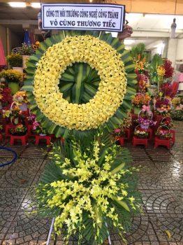 Vòng hoa viếng đám tang lan vàng sang trọng ở Hà Nội