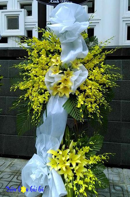 Mẫu 6: Đặt vòng hoa lan vàng tại nhà tang lễ bệnh viện quân y 175. Liên hệ đặt 0919253139 (hoặc zalo)