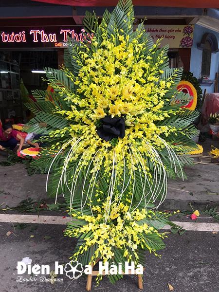Mẫu 43: Vòng hoa viếng đám tang tại nhà tang lễ TP HCM, vòng hoa màu vàng. Liên hệ đặt 0919253139 (hoặc zalo).