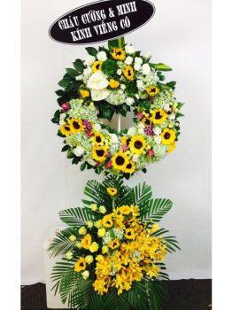 Đặt vòng hoa đám tang người cao tuổi ở Hà Nội