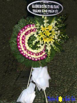 Mẫu 1.13: (#HV-085VN) Đặt vòng hoa chia buồn 1 tầng tím trắng ở tp HCM. Giá: 850.000 ₫