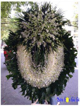 Đặt vòng hoa lan trắng viếng người mất trẻ tuổi tại Miền Bắc