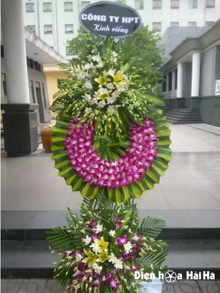 Mẫu 26: vòng hoa đám tang màu tím trắng tại nhà tang lễ bệnh viện 175. Liên hệ đặt 0919253139 (hoặc zalo).
