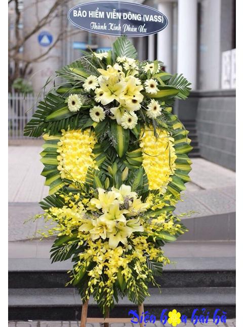 Hình vòng hoa phúng điếu lan vàng ly vàng ở Hà Nội