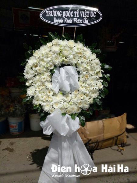 Đặt vòng hoa tang lễ tại Hà Nội