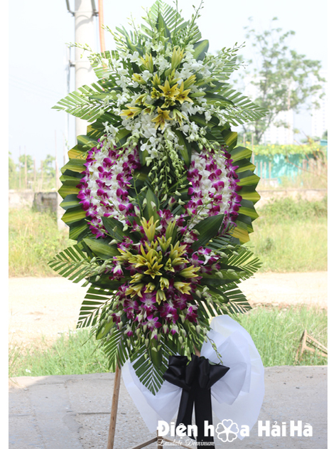 Mẫu 25: vòng hoa đám tang màu tím trắng tại nhà tang lễ bệnh viện 175. Liên hệ đặt 0919253139 (hoặc zalo).