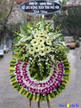 Đặt vòng hoa tang lễ HCM hoa lan tím