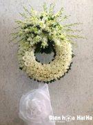 Đặt vòng hoa đám tang HCM hoa hồng màu trắng