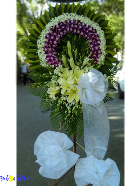 Mẫu 30: Đặt Vòng hoa màu tím viếng đám tang tại nhà tang lễ quận 5 thành phố Hồ Chí Minh, Liên hệ đặt 0919253139 (hoặc zalo).