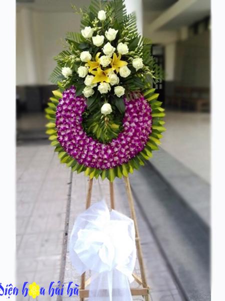 Mẫu 18: Vòng hoa viếng đám tang tại nhà tang lễ TP HCM màu tím, trắng. Liên hệ đặt 0919253139 (hoặc zalo).