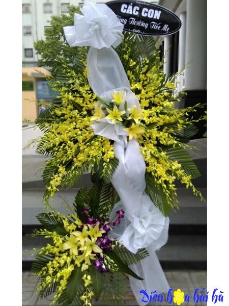 Mẫu 41: Vòng hoa viếng đám tang tại nhà tang lễ TP HCM, vòng hoa màu vàng. Liên hệ đặt 0919253139 (hoặc zalo).