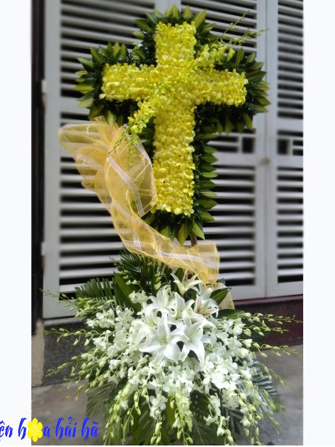 Đặt hoa chia buồn hình thập giá ở Hà Nội