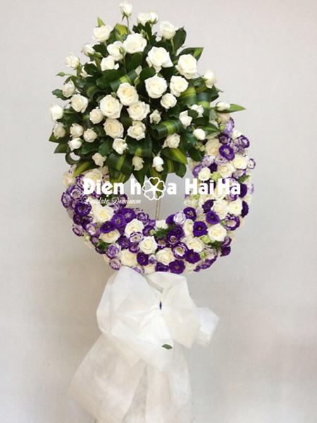 Mẫu 17: Vòng hoa viếng đám tang tại nhà tang lễ TP HCM màu tím, trắng. Liên hệ đặt 0919253139 (hoặc zalo).