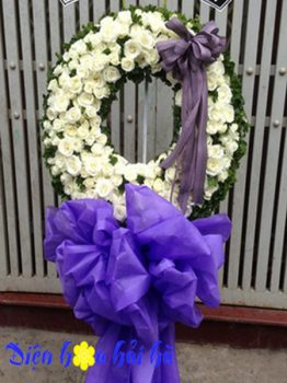 Đặt vòng hoa đám tang tại Hà Nội nơ tím