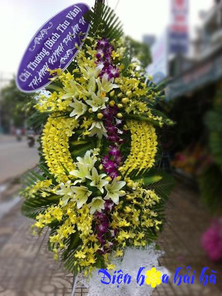 Mẫu 39: Vòng hoa viếng đám tang tại nhà tang lễ TP HCM, vòng hoa màu vàng. Liên hệ đặt 0919253139 (hoặc zalo).