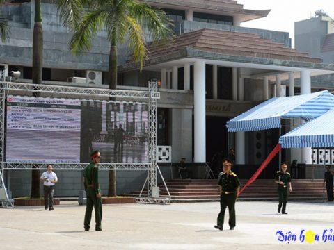 Đặt vòng hoa viếng tang lễ tại số 5 Trần Thánh Tông Hà Nội