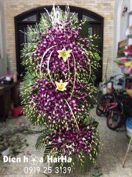 Đặt kệ hoa chia buồn hoa lan tím tại Hà Nội