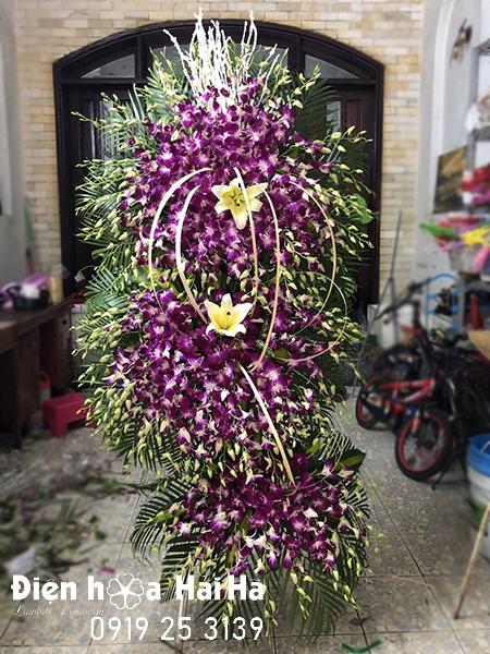 Mẫu 19: Lẵng hoa 3 tầng màu tím tại nhà tang lễ bệnh viện 175. Liên hệ đặt 0919253139 (hoặc zalo).