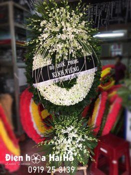 vòng hoa lan trắng sang trọng tại Hà Nội