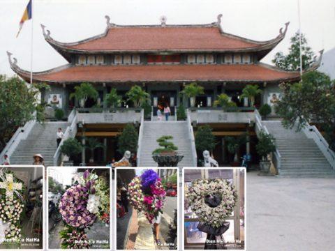 Vòng hoa đám tang tại nhà tang lễ chùa Vĩnh Nghiêm