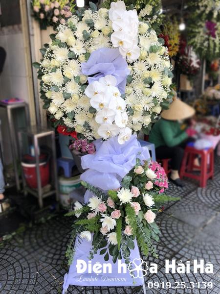 Mẫu 16: Đặt Vòng hoa viếng đám tang tại nhà tang lễ quận 5 thành phố Hồ Chí Minh, vòng hoa màu trắng. Liên hệ đặt 0919253139 (hoặc zalo).