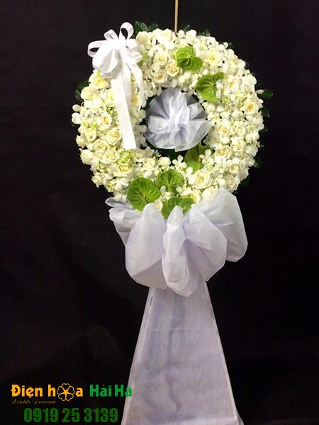 Mẫu 13: Đặt Vòng hoa viếng đám tang tại nhà tang lễ quận 5 thành phố Hồ Chí Minh, vòng hoa màu trắng. Liên hệ đặt 0919253139 (hoặc zalo).