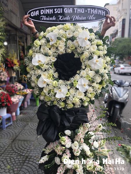 Mẫu 15: Đặt Vòng hoa viếng đám tang tại nhà tang lễ quận 5 thành phố Hồ Chí Minh, vòng hoa màu trắng. Liên hệ đặt 0919253139 (hoặc zalo).