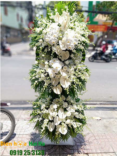 Mẫu 12: Đặt Vòng hoa viếng đám tang tại nhà tang lễ quận 5 thành phố Hồ Chí Minh, vòng hoa màu trắng. Liên hệ đặt 0919253139 (hoặc zalo).