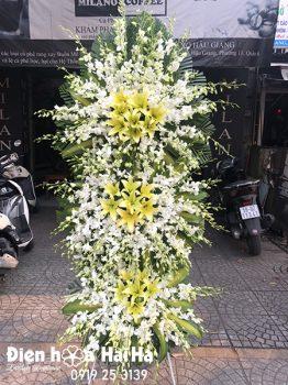 Lẵng hoa đám tang sang trọng lan trắng ly vàng 3 tầng tại Hà Nội