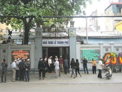 Đặt vòng hoa đám tang tại nhà tang lễ 125 Phùng Hưng Hà Nội