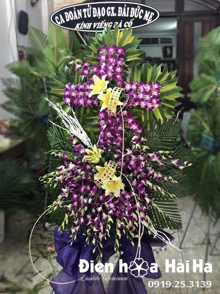 Mẫu 20: vòng hoa tang lễ hình thập giá tại nhà tang lễ bệnh viện 175. Liên hệ đặt 0919253139 (hoặc zalo).