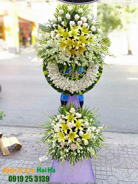 Mẫu 8: Đặt Vòng hoa viếng đám tang tại nhà tang lễ quận 5 thành phố Hồ Chí Minh, vòng hoa màu trắng. Liên hệ đặt 0919253139 (hoặc zalo).