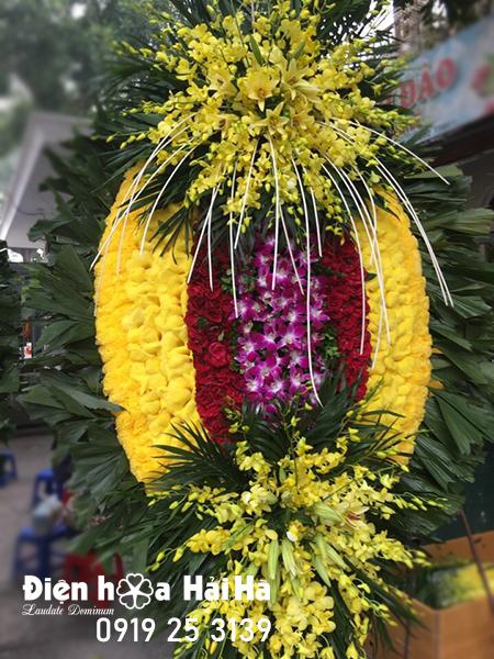 Vòng hoa tang lễ truyền thống đẹp tại Hà Nội lan vàng