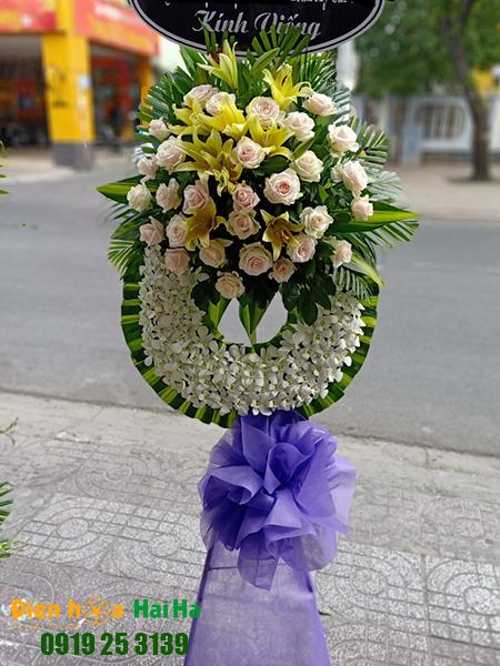 Mẫu 6: Đặt Vòng hoa viếng đám tang tại nhà tang lễ quận 5 thành phố Hồ Chí Minh, vòng hoa màu trắng. Liên hệ đặt 0919253139 (hoặc zalo).