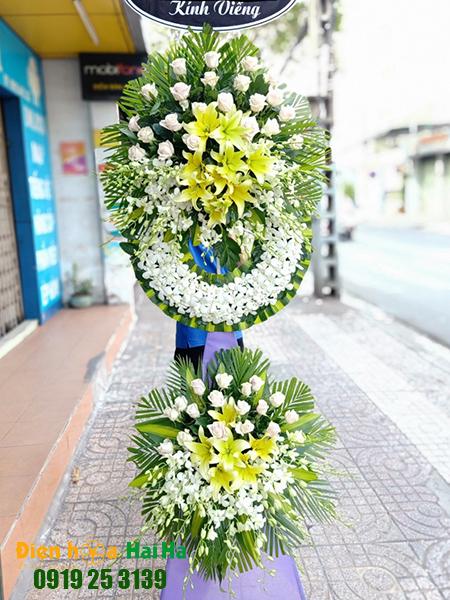 Mẫu 5: Đặt Vòng hoa viếng đám tang tại nhà tang lễ quận 5 thành phố Hồ Chí Minh, vòng hoa màu trắng. Liên hệ đặt 0919253139 (hoặc zalo).