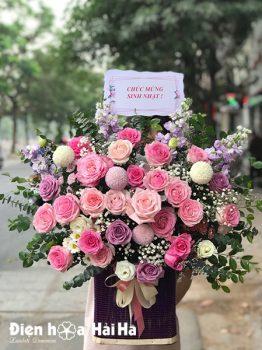 Giỏ hoa chúc mừng tone hồng Tri Ân