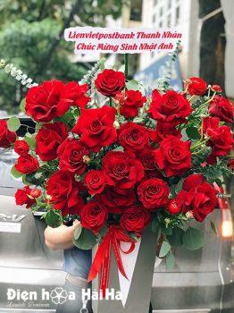 Giỏ hoa chúc mừng hồng đỏ Mộc Mạc