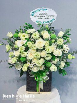Giỏ hoa chúc mừng trắng xanh