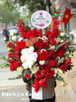 Giỏ hoa tặng sinh nhật màu đỏ