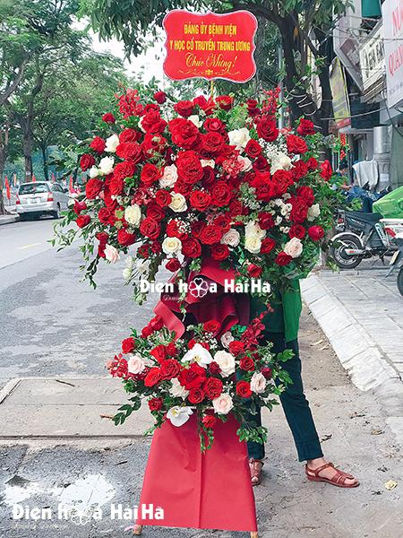 Lẵng hoa khai trương hồng đỏ sang trọng